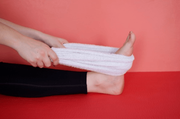 stretches for sore feet-towel lift