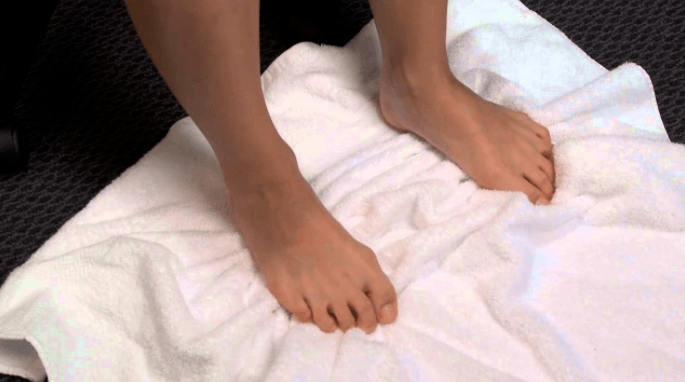 stretches for sore feet-towel scrunch