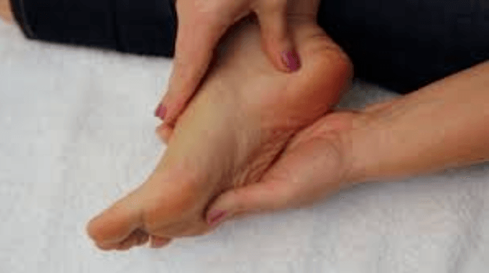 extending the ankle using the thumb pressure
